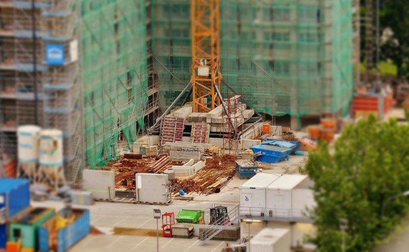 Zgodnie z obowiązującymi regulaminami świeżo budowane domy muszą być gospodarcze.